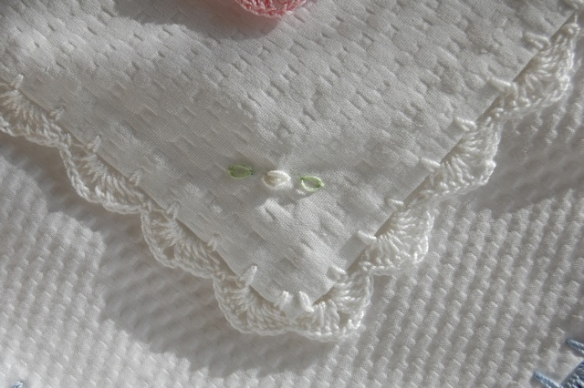 Baby Blanket Plisse / White Crochet Edging